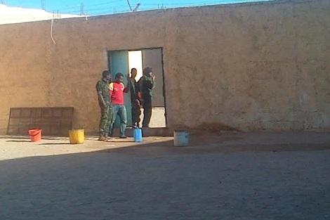 صحراويان يضربان عن الطعام في السجن.