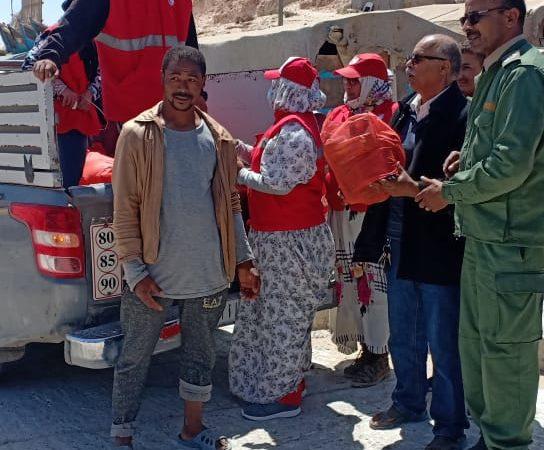 بعد تراجعها عن ترحيلهم ، ولاية وادي الذهب تشرع في توزيع الأغذية على البحارة