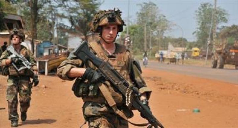 مقتل جنديين فرنسيين في عملية تحرير رهائن ببوركينا فاسو.