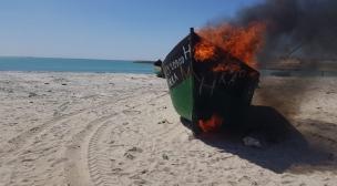 حرق زورقين تم إيقافهما من طرف البحرية الملكية