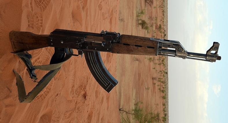 """حجز 1طن و 500 من المخدرات و سلاح من نوع """"كلاشينكوف"""" جنوب الداخلة."""