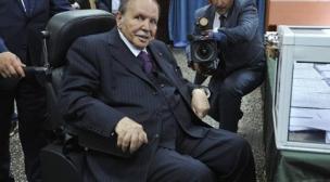 إعلام: الطائرة الرئاسية تعود إلى الجزائر دون بوتفليقة.