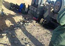 إنقلاب شاحنة عسكرية يخلف جرحى.