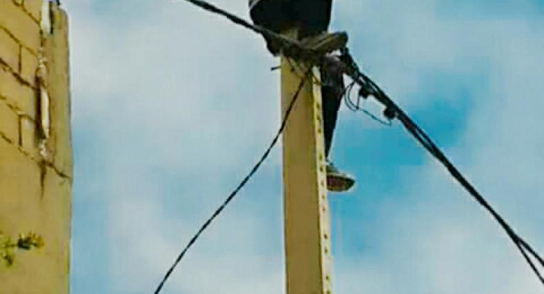 محاولة إنتحار بمدينة طانطان من فوق عمود كهربائي.