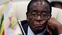 """الجيش في زيمبابوي يطيح بـ""""موجابي"""" أقدم حكام أفريقيا."""