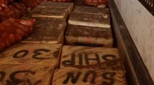 جمارك الكركرات تحجز حوالي 8 أطنان من مخدر الشيرا.