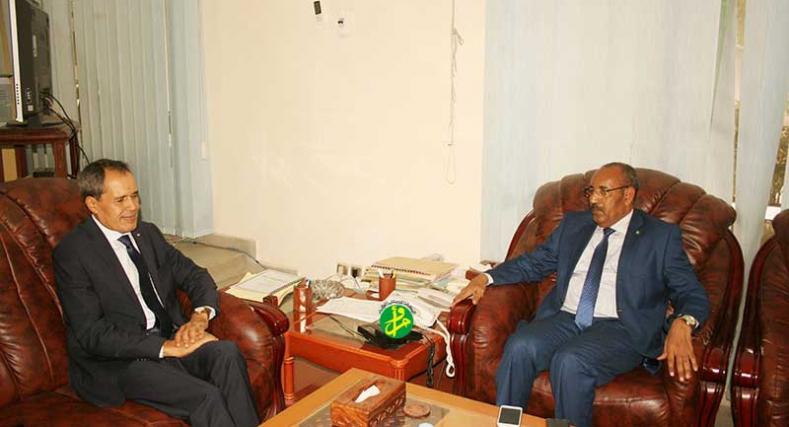 مباحثات بين وزير الداخلية الموريتاني والسفير المغربي.