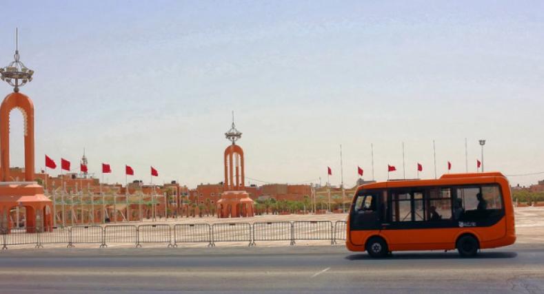 رشق حافلة للركاب و سيارات أجرة من طرف مجهولين.