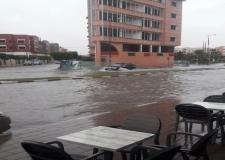 بعض احياء و شوارع مدينة العيون عاشت رعب مؤقت نتيجة الامطار .