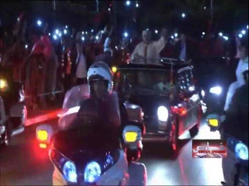 لحظة وصول جلالة الملك محمد السادس لمدينة العيون