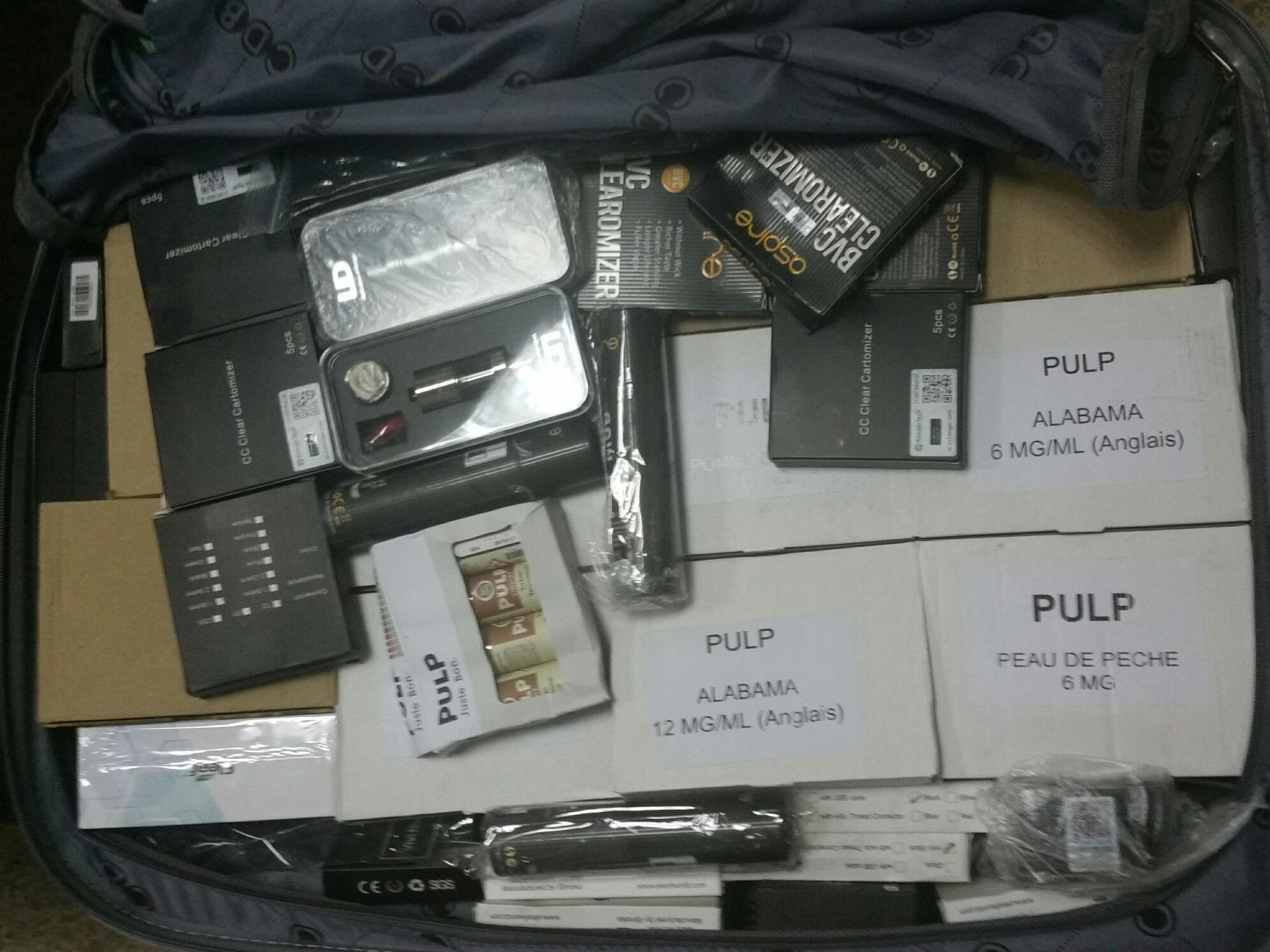 حجز كمية كبيرة من السجائر الإلكترونية بمطار المسيرة باكدير.