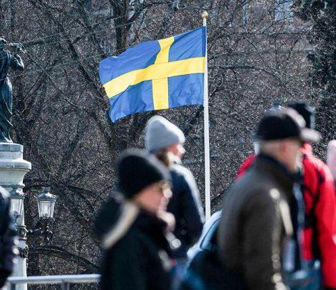 السويد تثير الحيرة .. إصابات أقل بكورونا بلا قيود صارمة