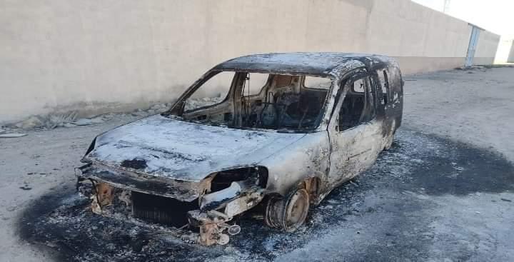 النار تلتهم سيارة بالداخلة