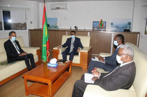 سفير المغرب بموريتانيا يُستقبل من طرف وزير البترول الموريتاني