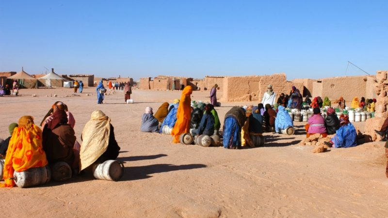 قيادة البوليساريو تحرم أسرة صحراوية من المساعدات