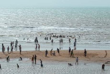 إنقاذ ثلاثة قاصرين بشاطئ العيون