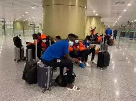 الجزائر منعت بعثة نادي موريتاني من مغادرة مطار العاصمة